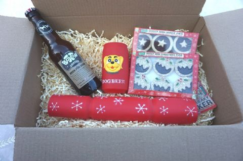 DOG CHRISTMAS GIFT HAMPER BEER TOY CRACKER & BEER CHEWY MINCE PIES & XMAS PUDS